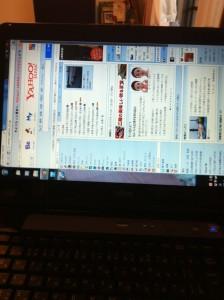 画面が横になったパソコン